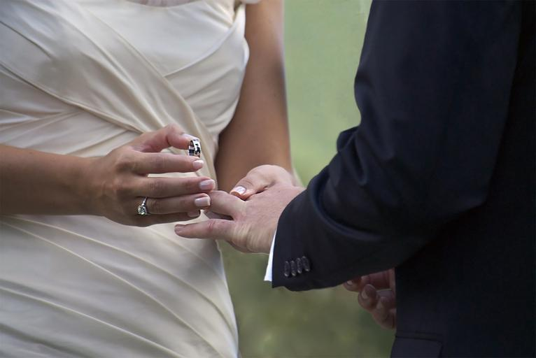 Gifts To Make A Couple Happy On Their Ring Ceremony