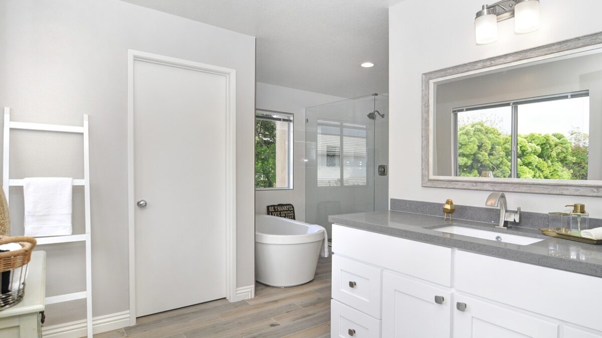 Guide to remodel bathroom for physically challenged