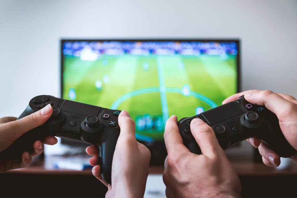 Online Games: The Good and Bad Side of Its Increasing Popularity